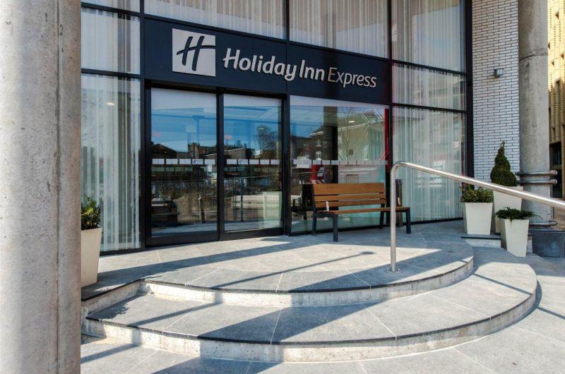 Transformatie kantoor tot Holiday Inn Express Arnhem