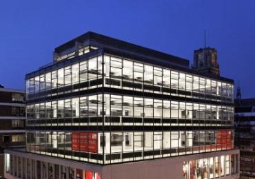 Transformatie van schoenenzaak naar kantoorpand Huf :    HUF Rotterdam