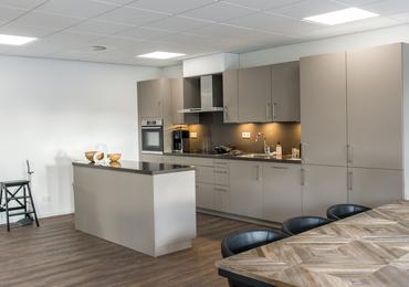 Transformatie  kantoorpand tot zorgcomplex :     Aveling Hoogvliet