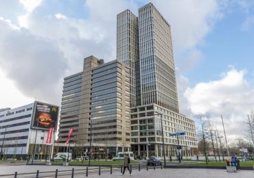 Transformatie  kantoorpand naar hotel en kantoren  :   Weena, Rotterdam